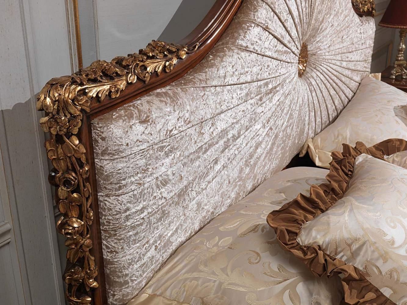 Camera da letto classica Louvre, letto intagliato