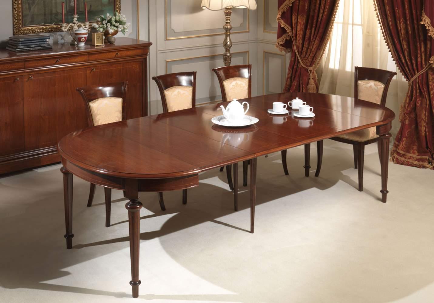 Tavolo ovale completamente allungato