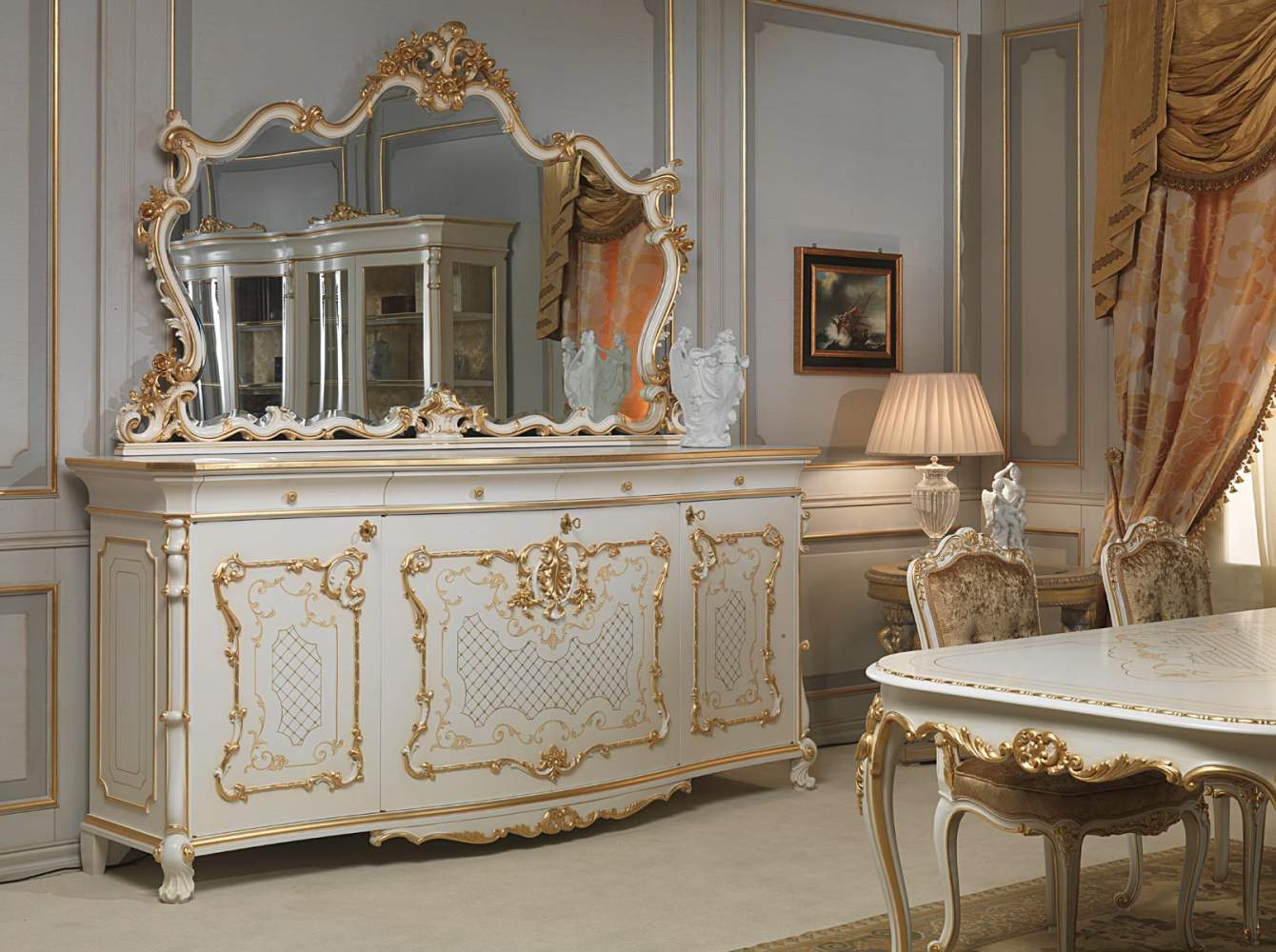 Sala Da Pranzo In Stile Luigi XV: Credenza Con Grande Specchio  #955E36 1340 1000 Sala Da Pranzo Luce Calda O Fredda