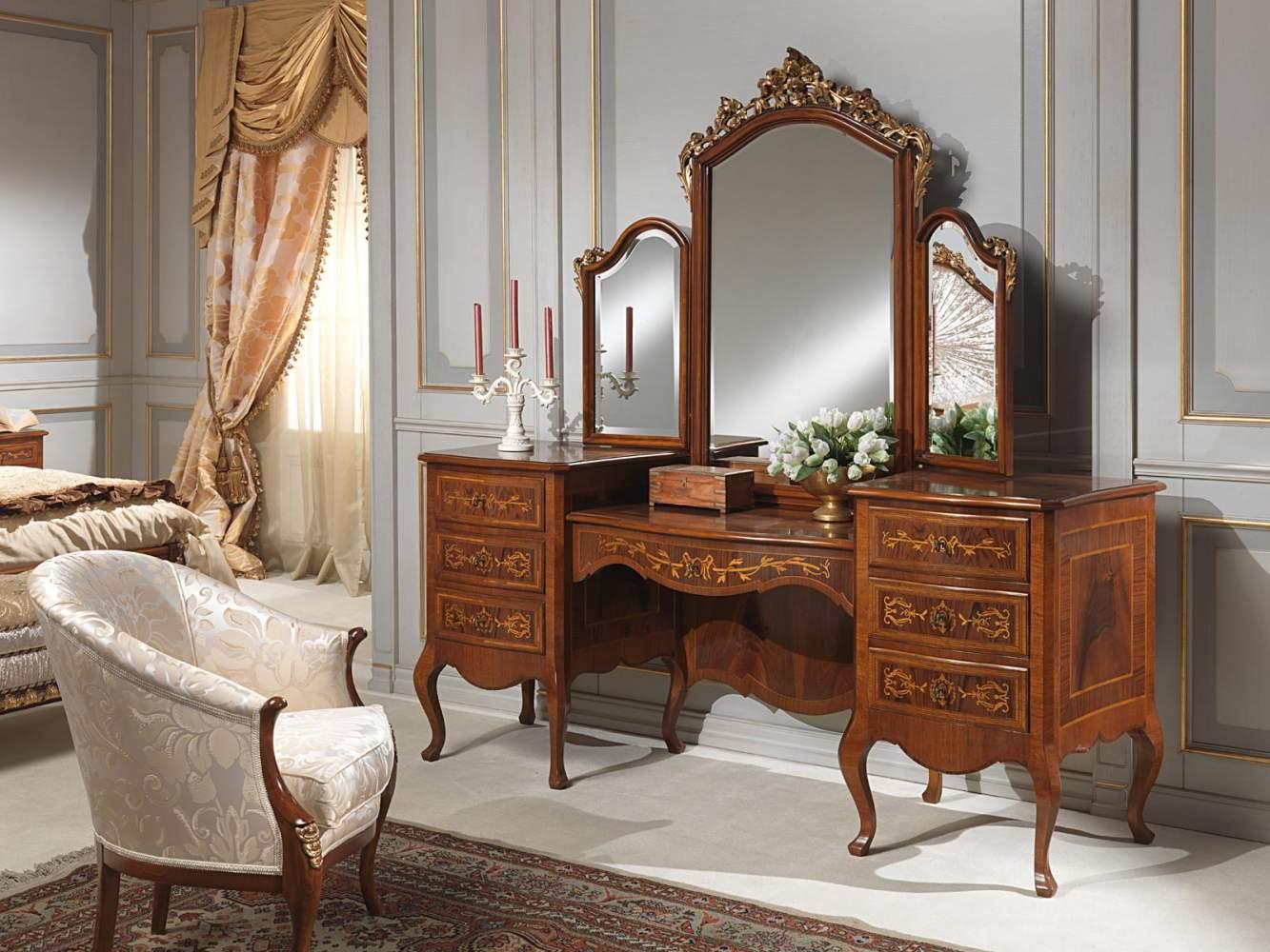 Camera da letto classica louvre toilette con specchio for 5 piani di camera da letto 4 bagni