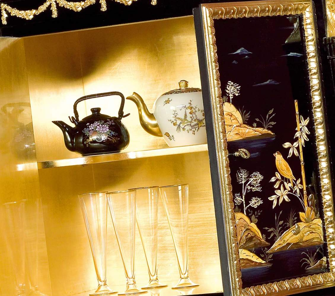 Mobiletto Cina Luigi XV, interno dorato, dettaglio