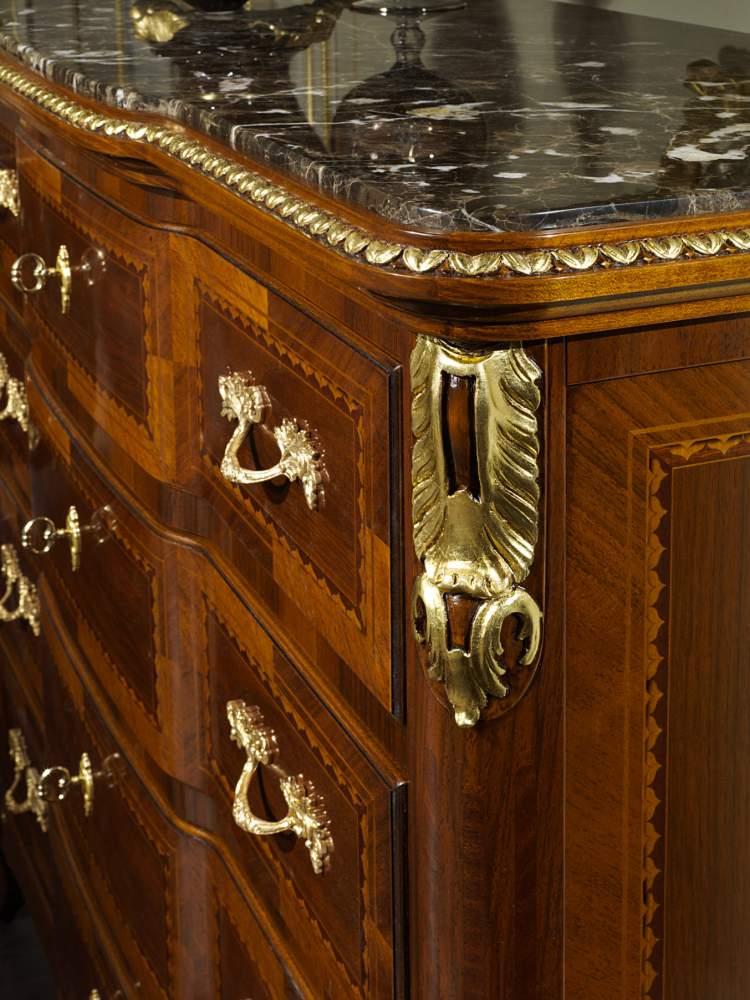 Comò classico elegante collezione Luigi XV Francia
