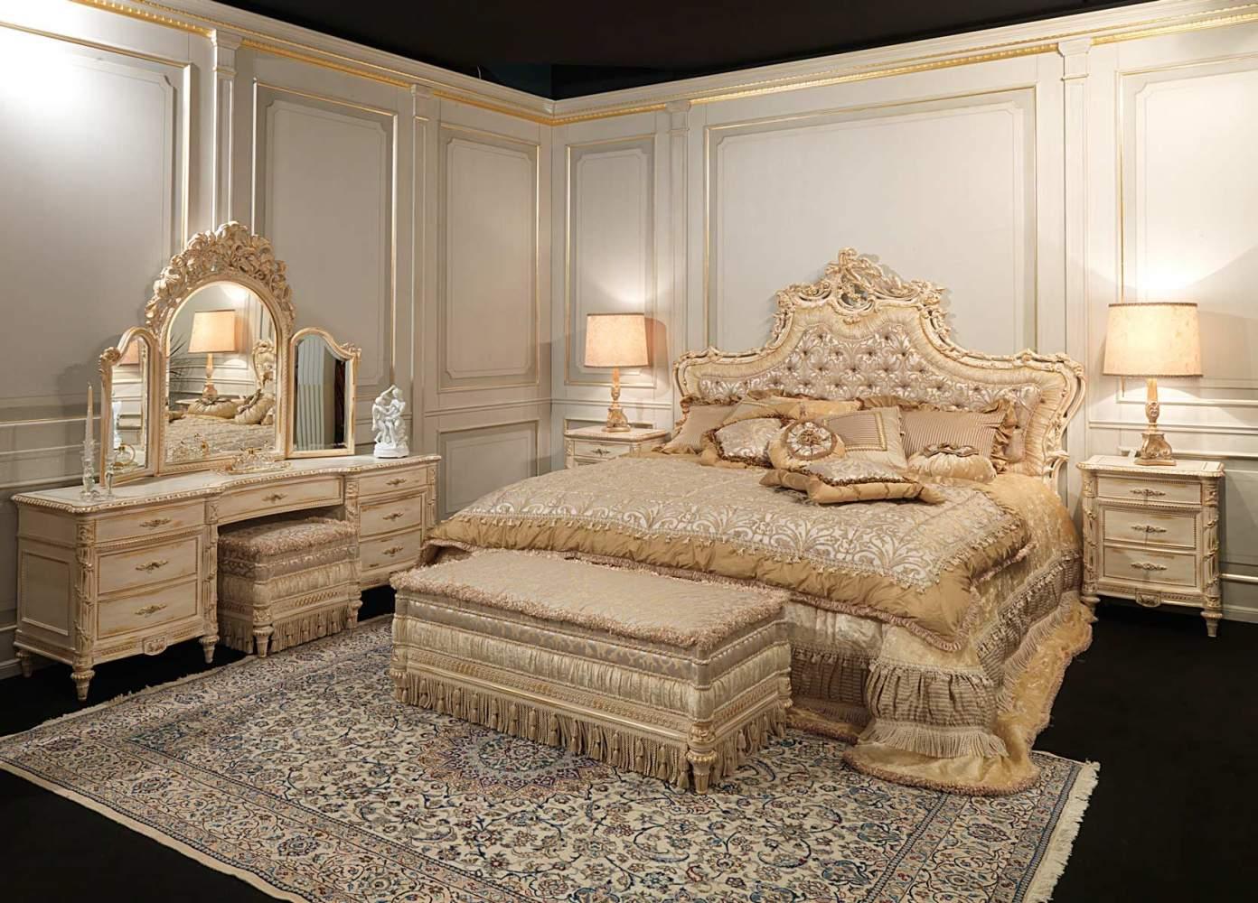 Camera classica di lusso, stile Luigi XVI White and Gold